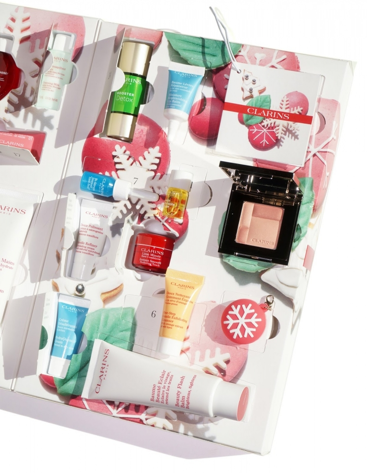 clarins-holiday-glow-getters-calendar-interior-2016-via-the-beauty-look-book