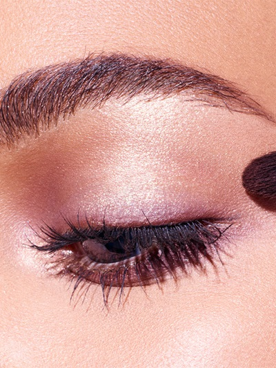 maybelline-makeup-trends-holiday-midnight-kiss-macro-step-2-3x4
