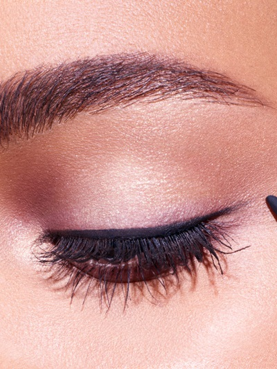 maybelline-makeup-trends-holiday-midnight-kiss-macro-step-3-3x4