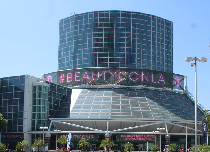 Sheen Goes Glam at BeautyCon LA